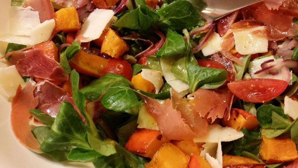 Kürbissalat mit Serranoschinken und Parmesan