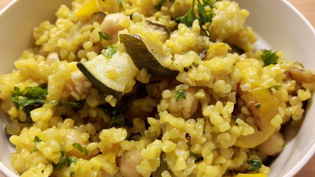 Bulgursalat mit Kichererbsen und Zucchini von Tine